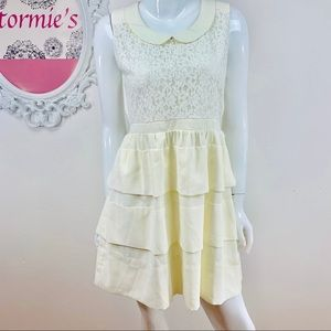Esley / Lace Tiered Off White Sleeveless Dress